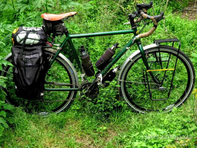 Picture of touring bike with Minoura MT-4000SF front pannier rack for bicycle touring